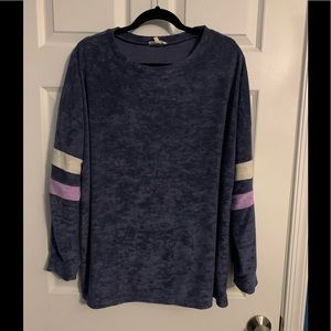 Easel long sleeved sweater/top